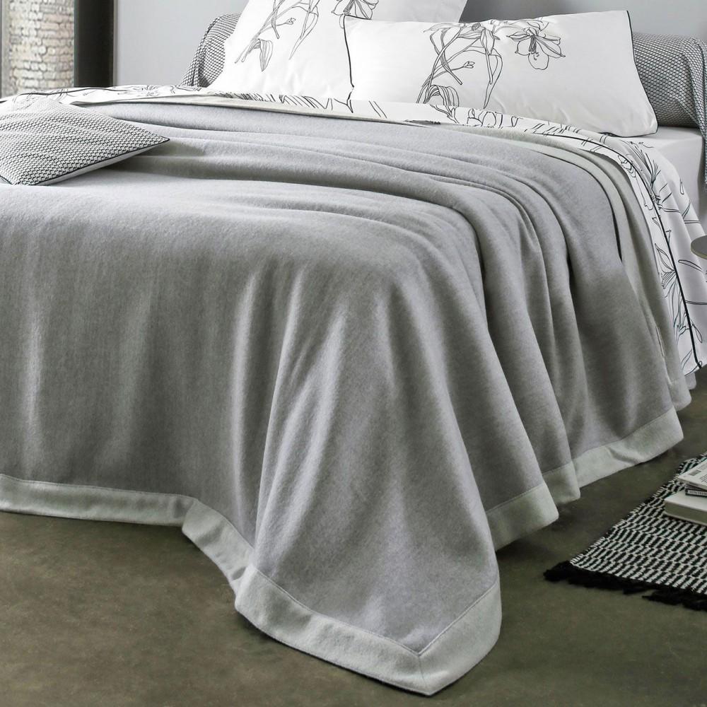 couverture laine blanc des vosges coin. Black Bedroom Furniture Sets. Home Design Ideas